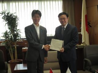 表敬:ヴオン・ディン・フエ ベトナム・党中央経済委員長.JPG